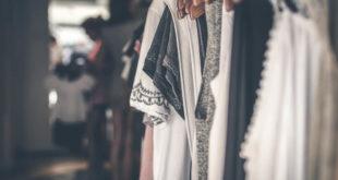 שמלות בת מצווה על קולב